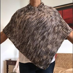 Poncho hand knitted. Gray. Size S
